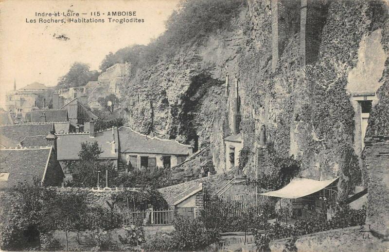 Carte postale ancienne Amboise Les Rochers Habitations Troglodytes à Amboise