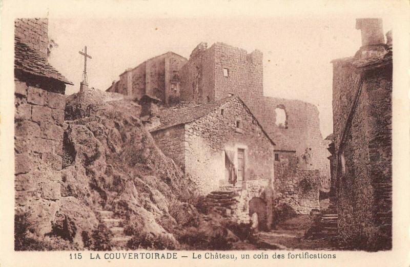 Carte postale ancienne La Couvertoirade Le Chateau Un Coin Des Fortifications à La Couvertoirade