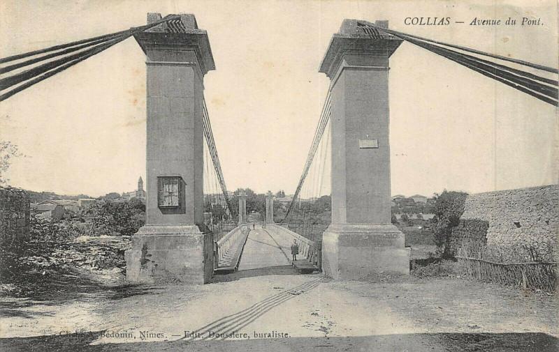 Carte postale ancienne Collias Avenue Du Pont à Collias