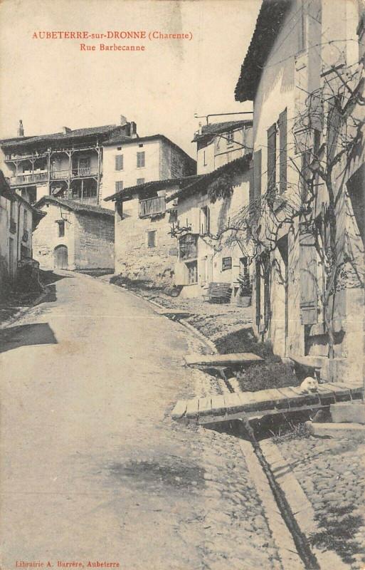 Carte postale ancienne Aubeterre Sur Dronne Rue Barbecanne à Aubeterre-sur-Dronne