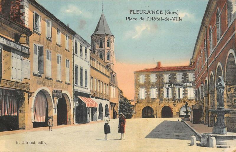 Carte postale ancienne Fleurance Place De L'Hotel De Ville à Fleurance