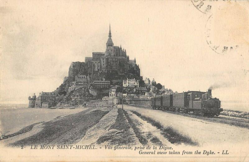 Carte postale ancienne Le Mont Saint Michel Vue Generale Prise De La Digue (Train au Mont-Saint-Michel