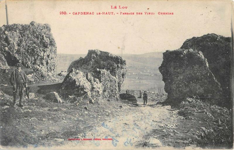 Carte postale ancienne Capdenac Le Haut Passage Des Vieux Chemins à Capdenac