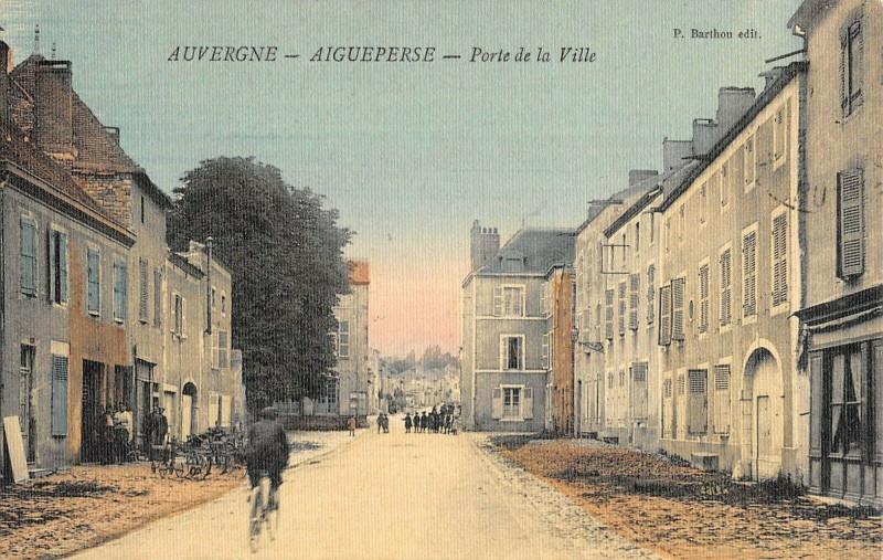 Carte postale ancienne Aigueperse Porte De La Ville (cpa toilée à Aigueperse