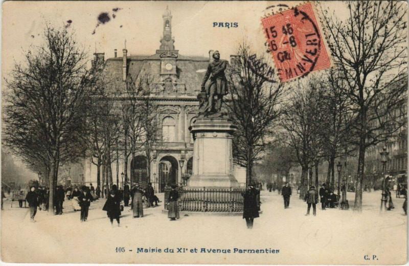 Carte postale ancienne Paris 11e - Mairie dz XIe et Avenue Parmentier à Paris 11e