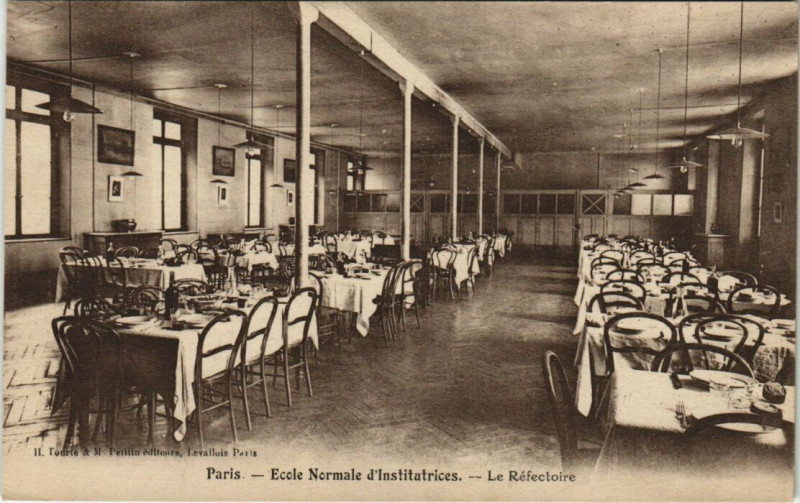 Carte postale ancienne Paris 17e - Ecole Normale d'Institutrices à Paris 17e