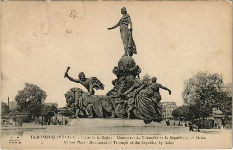 Carte postale ancienne Place de la Nation - Monument du Triomphe de la République, de Dalou à Paris 12e