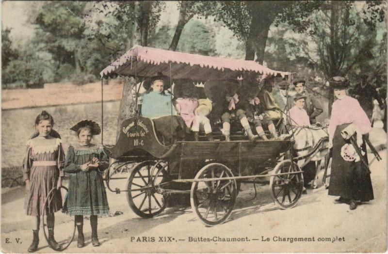Carte postale ancienne Buttes-Chaumont - Le Chargement complet à Paris 19e