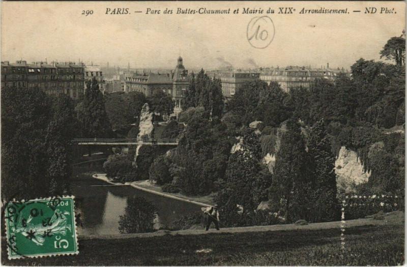 Carte postale ancienne Parc des Buttes-Chaumont et Mairie du XIXe Arrondissement à Paris 19e