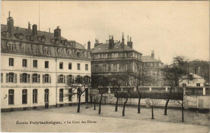 Carte postale ancienne Ecole Polytechnique - La Cour des Elèves à Paris 5e