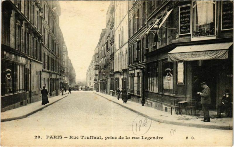 Carte postale ancienne Rue Truffaut, prise de la rue Legendre à Paris 17e