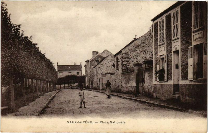 Carte postale ancienne Vaux-le-Penil - Place Nationale  à Vaux-le-Pénil