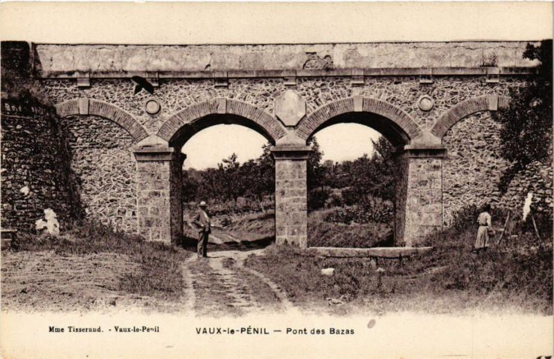 Carte postale ancienne Vaux-le-Penil - Pont des Bazas à Vaux-le-Pénil