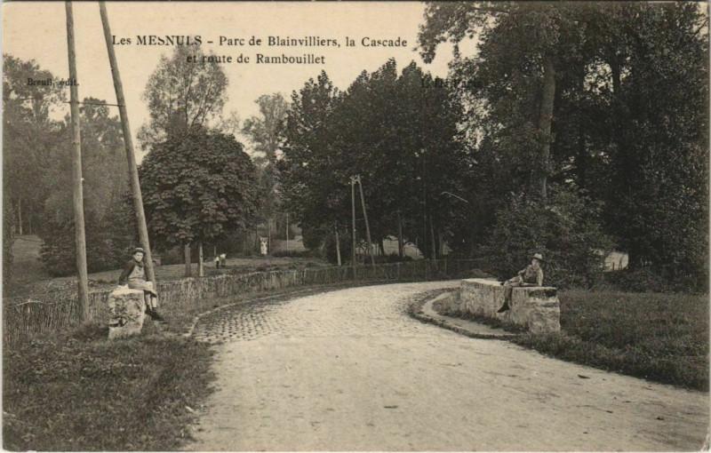 Carte postale ancienne Les Mesnuls Parc de Blainvilliers Cascade aux Mesnuls