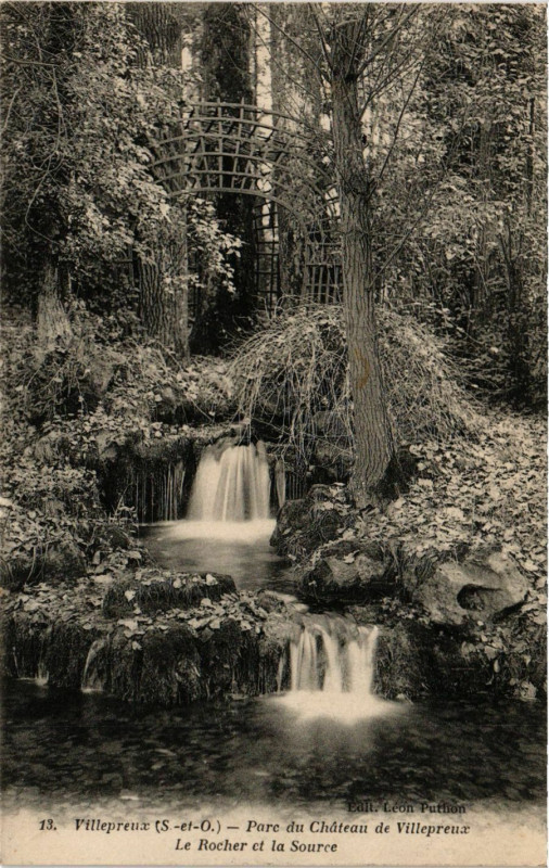 Carte postale ancienne Villepreus - Parc du Chateau de Villepreux - Le Rocher et à Villepreux