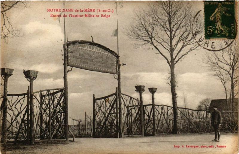 Carte postale ancienne Notre-Dame-de-la-Mere - Entrée de l'institut Militaire... à Méré