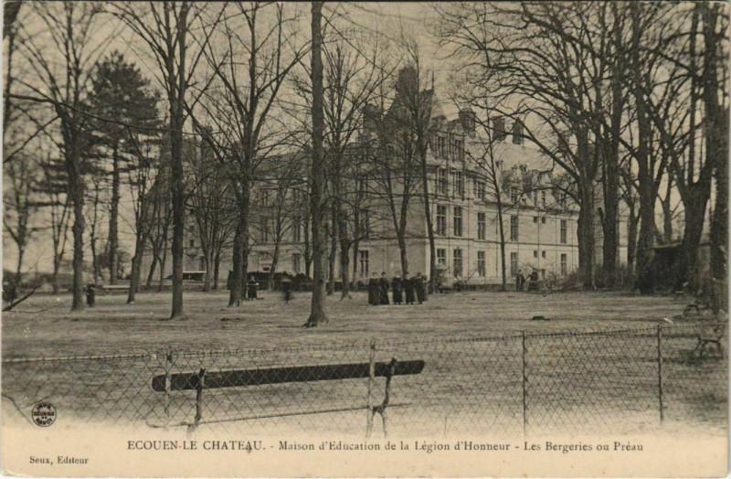 Carte postale ancienne Ecouen-le-Chateau Maison d'Education à Écouen