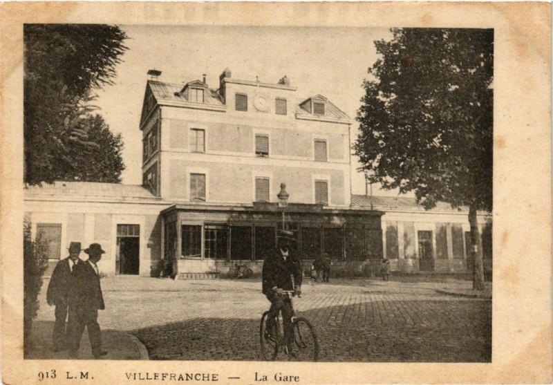 Carte postale ancienne Villefranche-sur-Saone - La Gare à Villefranche-sur-Saône