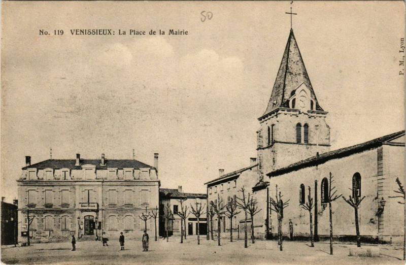 Carte postale ancienne Venissieux - La Place de la Mairie à Vénissieux