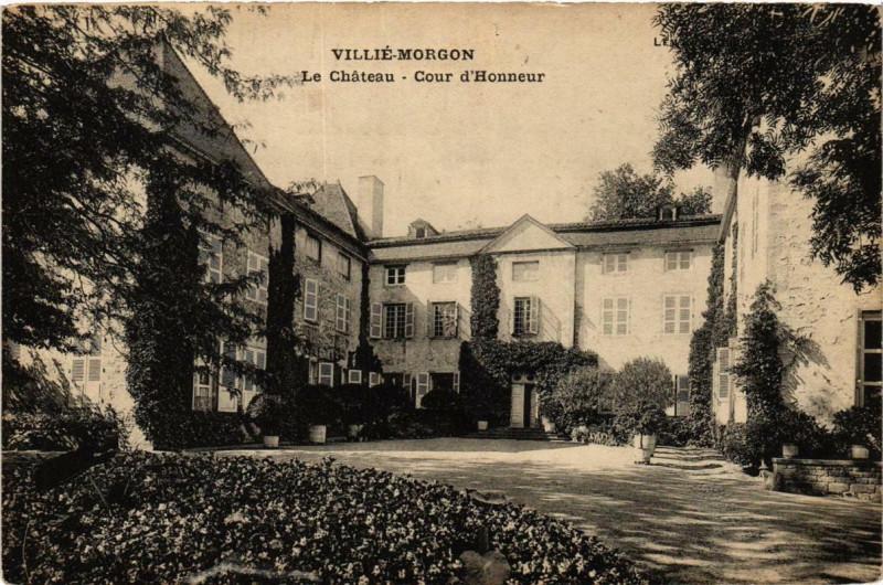 Carte postale ancienne Villie-Morgon Le Chateau - Cour d'Honneur à Villié-Morgon