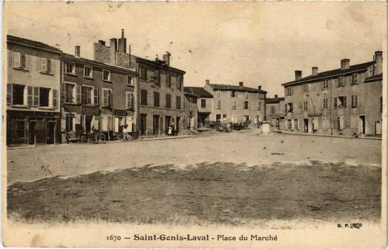 Carte postale ancienne Saint-Genis-Laval - Place du Marche à Saint-Genis-Laval