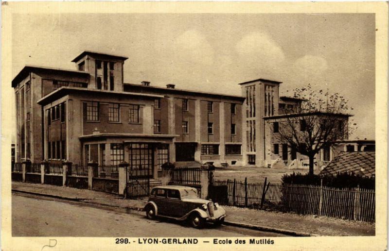 Carte postale ancienne Lyon Gerland - Ecole des Mutiles à Lyon