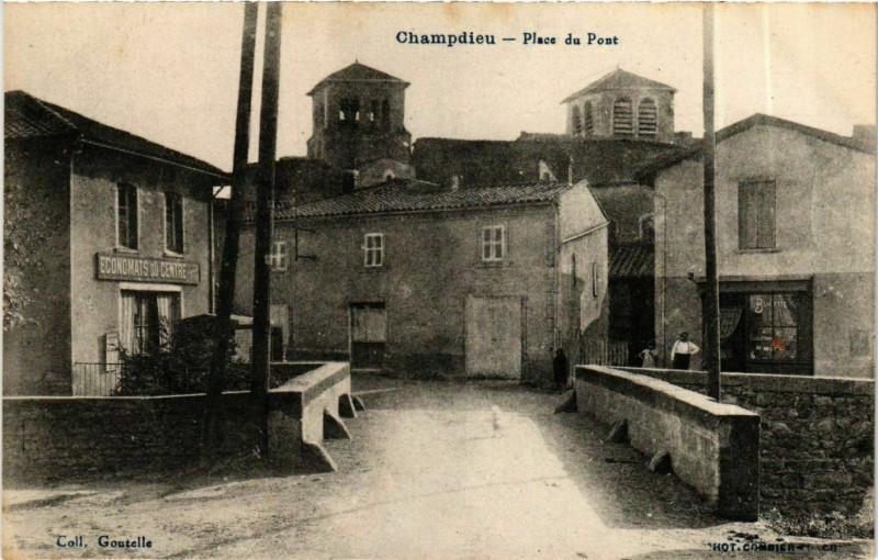 Carte postale ancienne Champdieu - Place du Pont France à Champdieu
