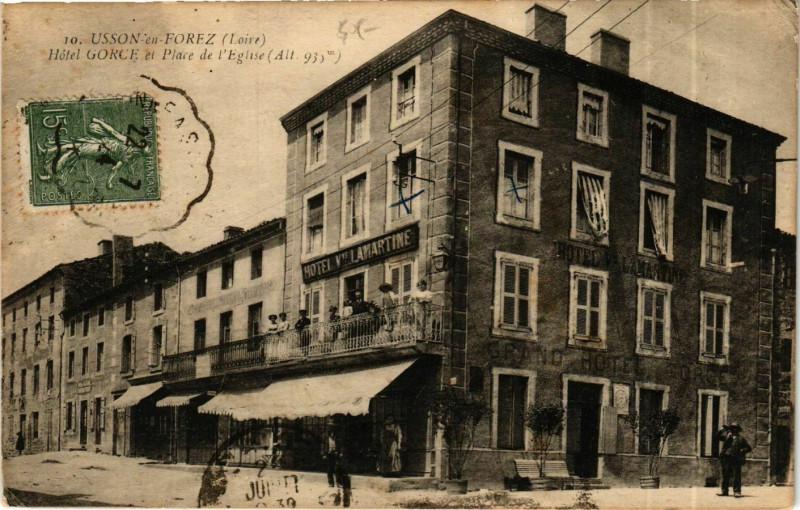 Carte postale ancienne Usson-en-Forez - Hotel Gorce et Place de l'Eglise France à Usson-en-Forez