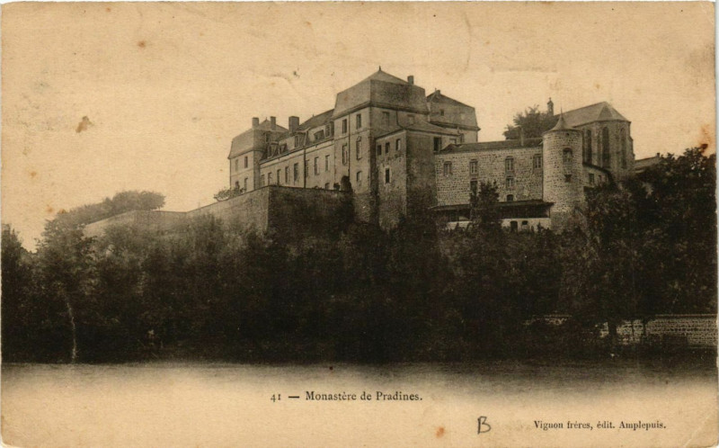 Carte postale ancienne Monastere de Pradines à Pradines