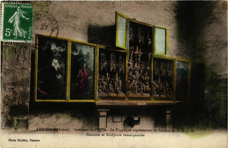 Carte postale ancienne Ambierle -Intérieur de l'Eglise - Le Tryptique représentant à Ambierle