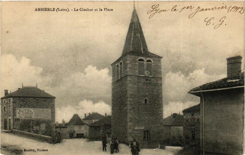 Carte postale ancienne Ambierle - Le Clocher et la Place à Ambierle
