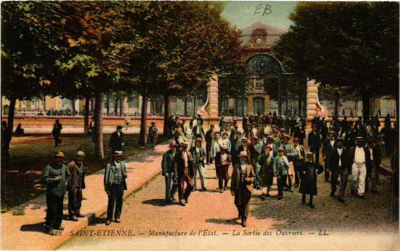 Carte postale ancienne Saint-Etienne Manufacture de l'Etat La Sortie des Ouvriers à