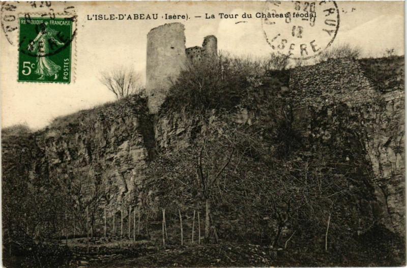 Carte postale ancienne L'Isle-d'Abeau - La Tour du Chateau Feodal France à L'Isle-d'Abeau