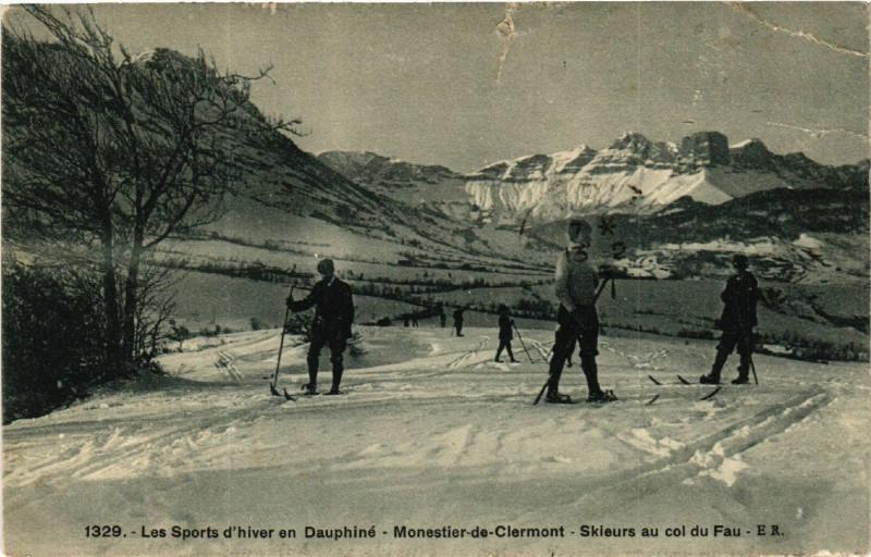 Carte postale ancienne Les Sports d'hiver en Dauphiné - Monestier-de-Clermont - Skieurs à Monestier-de-Clermont