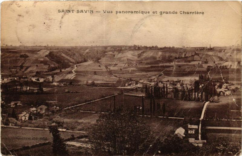 Carte postale ancienne Saint-Savin - Vue panoramique et grande Charriere à Saint-Savin