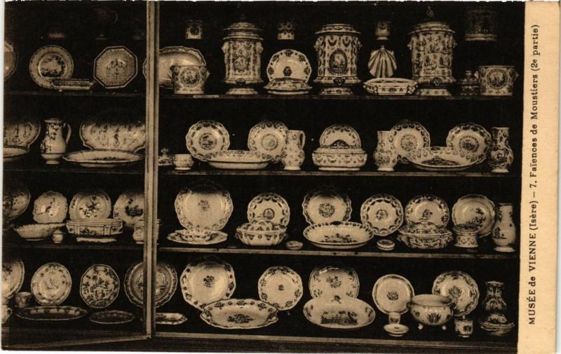 Carte postale ancienne Musée de Vienne - Faiences de Moustiers à Vienne