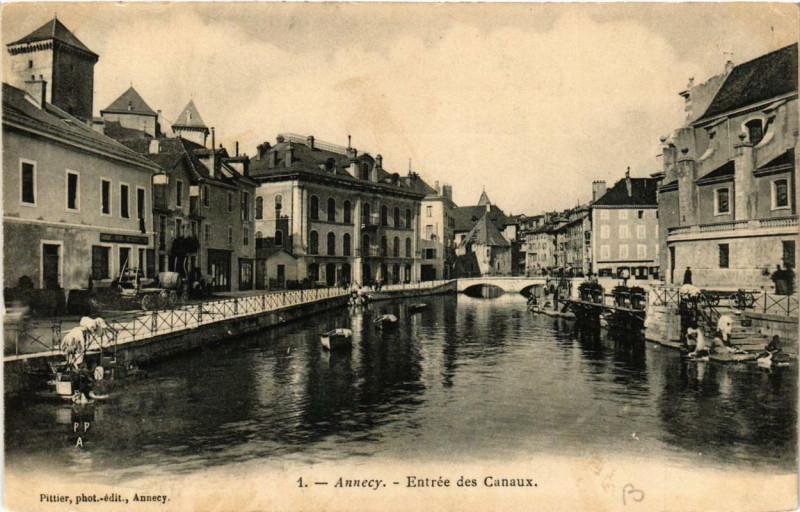 Carte postale ancienne Annecy Entrée des Canaux à Annecy
