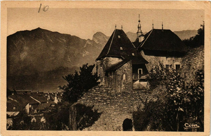 Carte postale ancienne Albertville Le Chateau Rouge