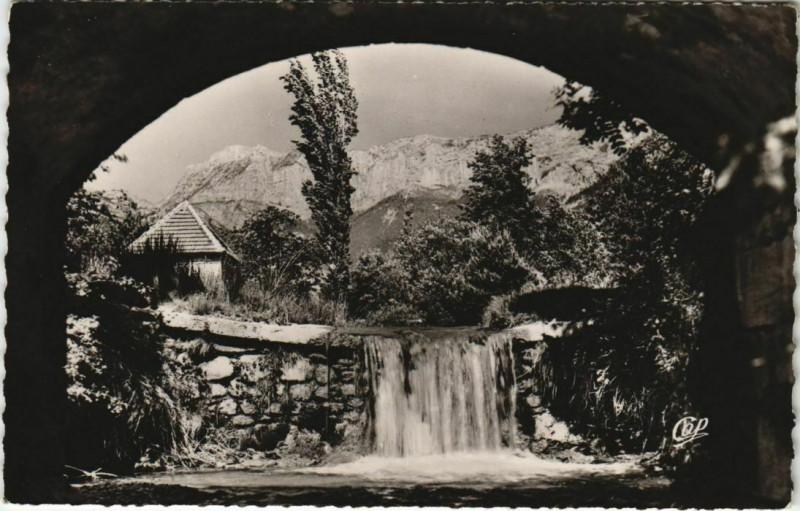 Carte postale ancienne Env.de Die Cascades de Valcroissant France à Die