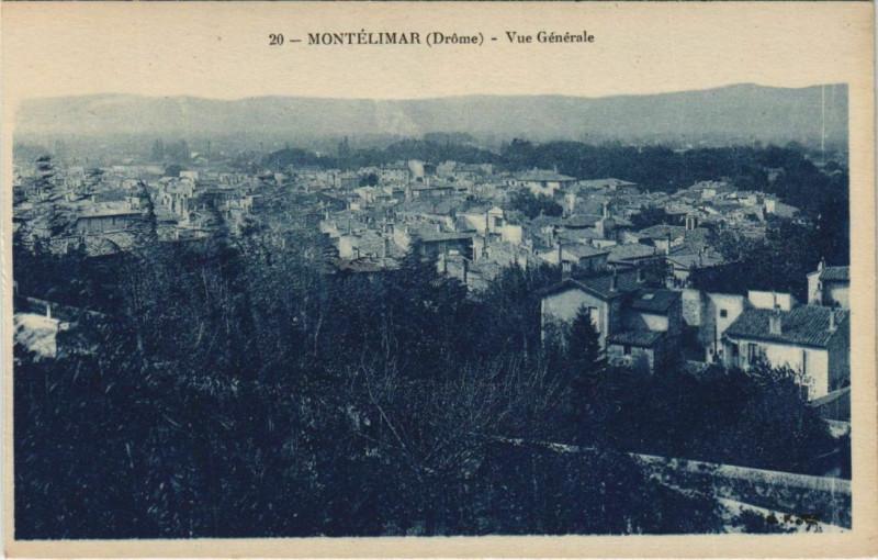Carte postale ancienne Montelimar Place du Temple France à Montélimar
