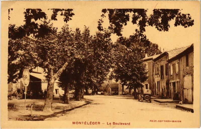 Carte postale ancienne Montéléger - Le Boulevard à Montéléger