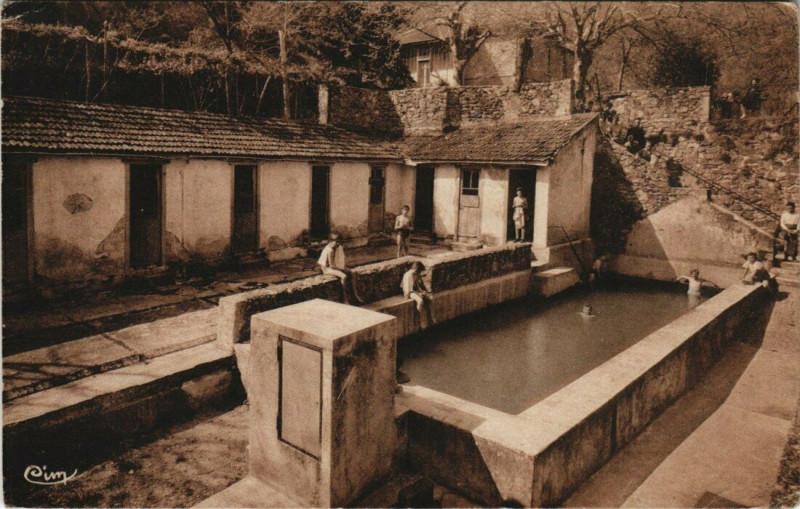 Carte postale ancienne Saint-Georges-les-Bains - La Piscine à Saint-Georges-les-Bains