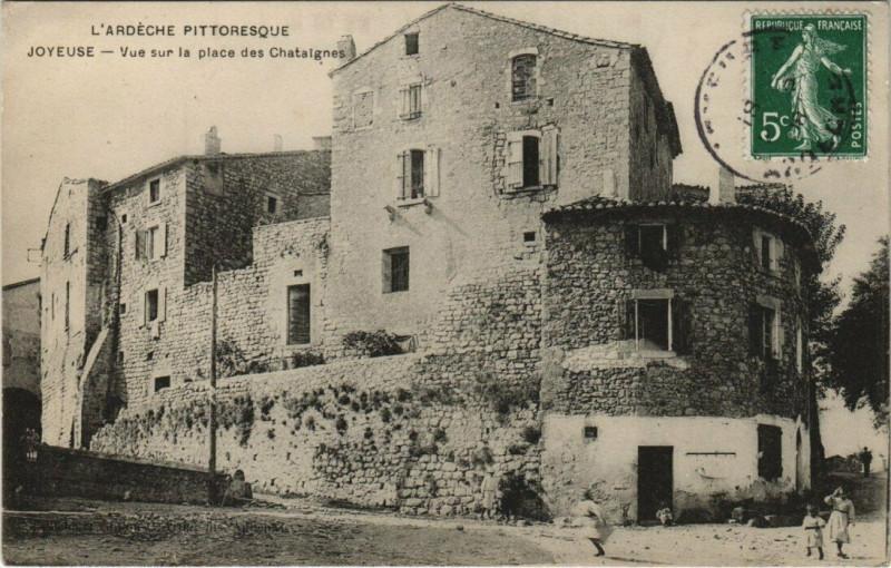 Carte postale ancienne Joyeuse - Vue sur la place des Chataignes à Joyeuse