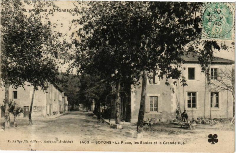 Carte postale ancienne Soyons - La Place, les Ecoles et la Grande Rué à Soyons