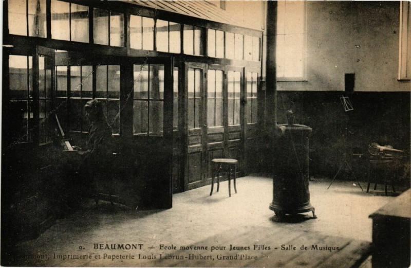 Carte postale ancienne Beaumont - Ecole movenne pour Jeunnes Filles - Salle de Musique à Beaumont