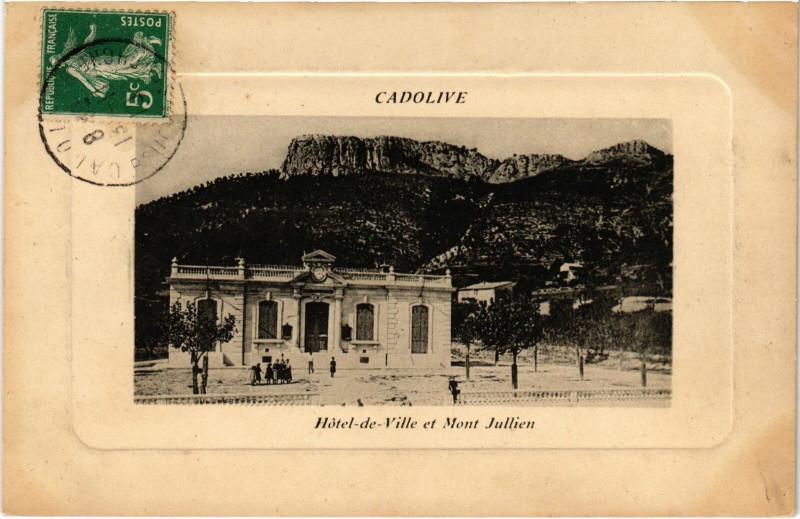 Carte postale ancienne Cadolive Hotel-de-Ville et Mont Jullien à Cadolive