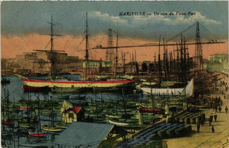 Carte postale ancienne Marseille Un coin du Vieux Port. à Marseille