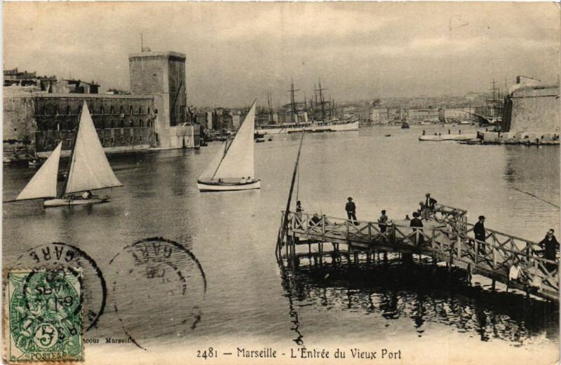 Carte postale ancienne Marseille Entree du Vieux Port à Marseille