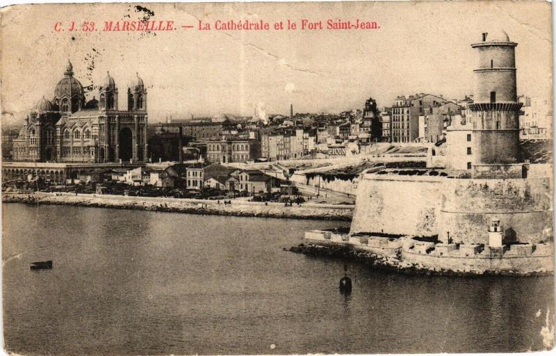Carte postale ancienne Marseille-La Cathedrale et le Fort St-Jean à Marseille