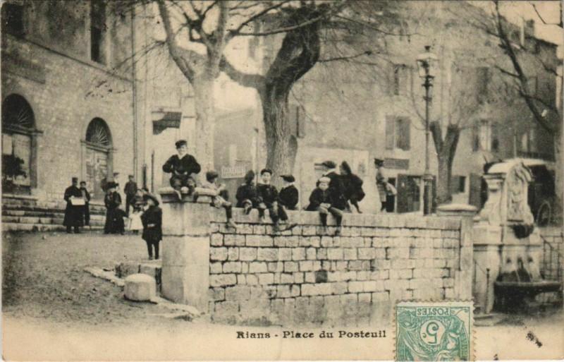 Carte postale ancienne Rians Place du Posteuil à Rians